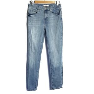 Levi's mid rise skinny jeans in a size 30